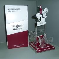 Акриловый кубок с накладными элементами в цвет фирменного стиля заказчика (гравировка и лазерная резка)
